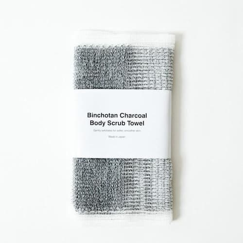 The perfect Charcoal Body Scrub Towel for an exfoliating